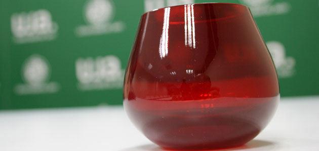El COI certifica la copa roja para la cata de aceite de oliva